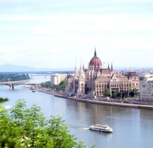Self-Guided Cycling Tour from Vienna to Budapest - Budapest - Donau - Parlament