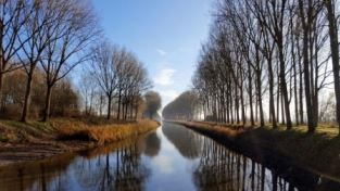 RFH Bike Tours: Cycling around Bruges in winter - Canal